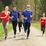 gruppo di persone che corre