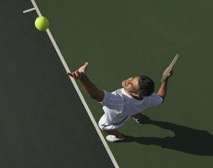 tennista che batte