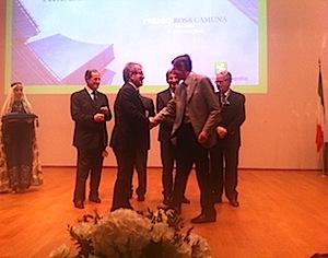 Premio Rosa Camuna a prof. Mantovani