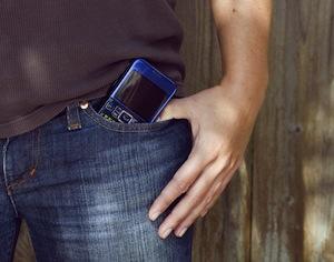 cellulare in tasca può causare infertilità