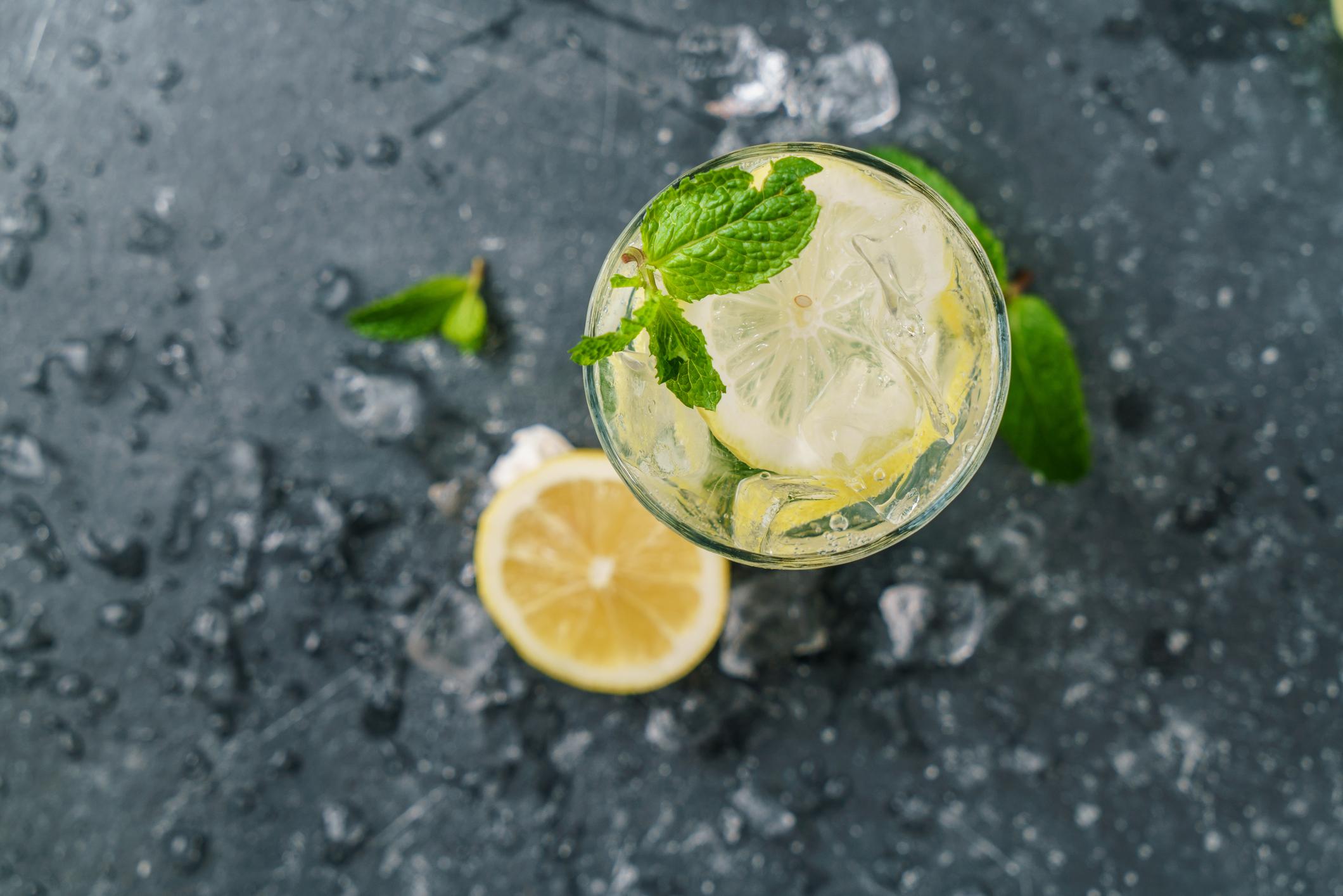 Acqua E Limone La Sera.Acqua E Limone Un Aiuto Per La Digestione Humanitas Salute