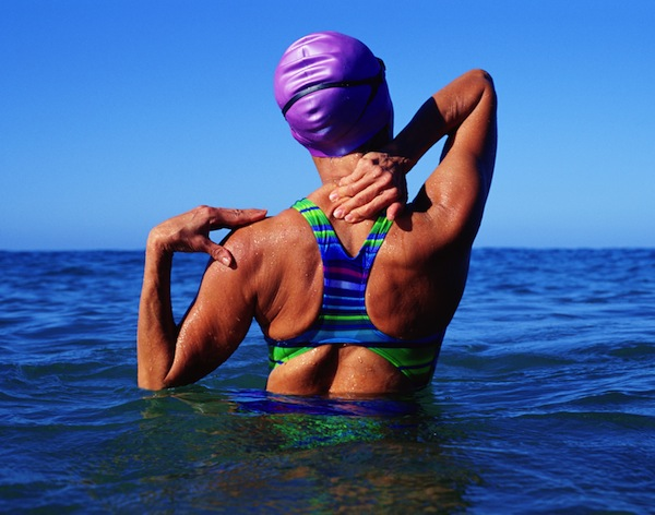 Come ridurre, nuotando, il dolore alla bassa schiena.