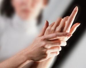 Lo sai che il dito a scatto è più frequente dopo la menopausa?