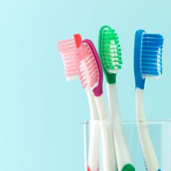 lavarsi-denti-mangiato-carie