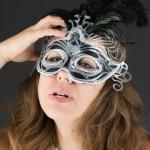 Lo sai che tirar tardi a carnevale favorisce il mal di testa?