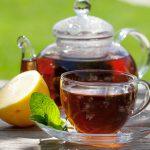 """""""In estate, bere thè caldo come nel deserto aiuta a sentire meno l'afa"""", vero o falso?"""