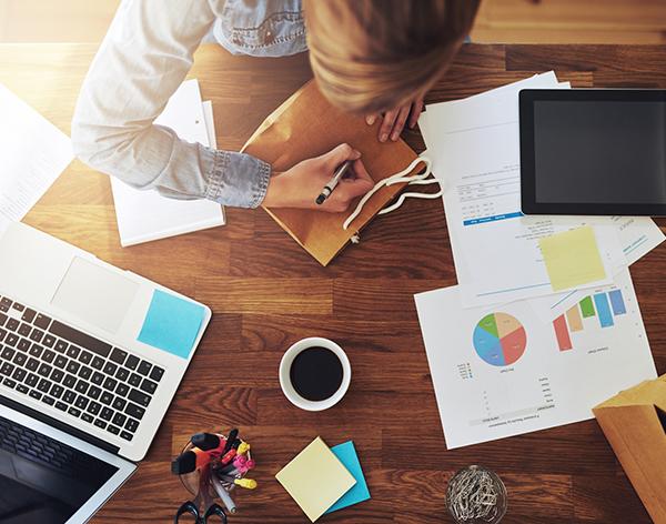 Scrivania Ufficio Organizzata : Lo sai che la scrivania ben organizzata riduce il rischio di