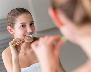 """""""Bicarbonato efficace per lo sbiancamento dei denti"""", vero o falso?"""
