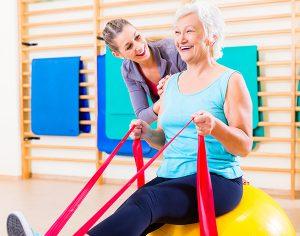 Fratture, perché è importante la riabilitazione negli anziani