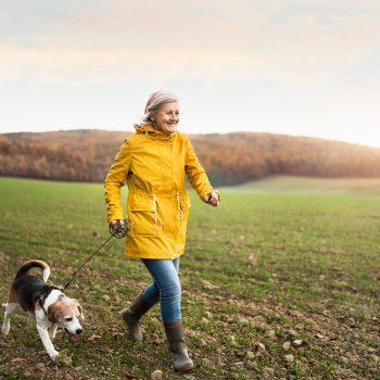 Anziani: lo sai che un animale domestico aiuta a ridurre i rischi dell'ipertensione?