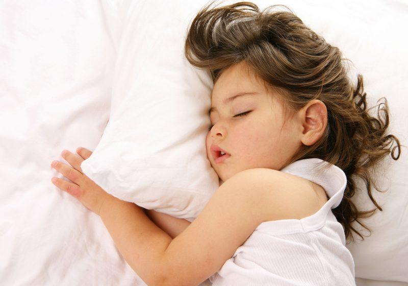 I bambini che dormono tanto rischiano l'obesità, vero o falso?