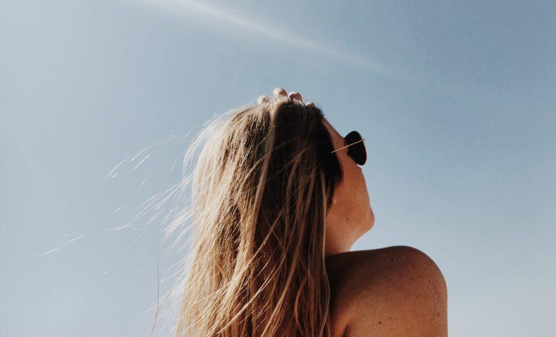 Tanoressia, le donne (perfezioniste) più a rischio di dipendenza da abbronzatura