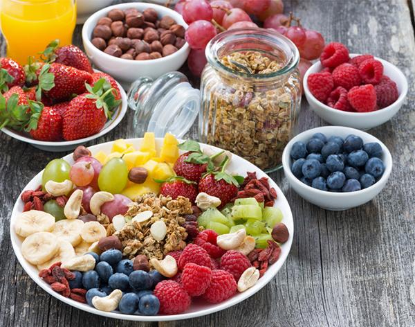 La colazione ideale con frutta fresca e frutta secca for Frutta con la o iniziale