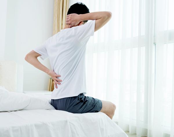 Mal di schiena, cosa fare prima di assumere i farmaci..